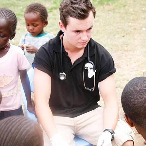 Medical volunteer in Ghana