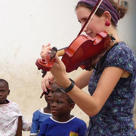 volunteer teaches violin in Ghana