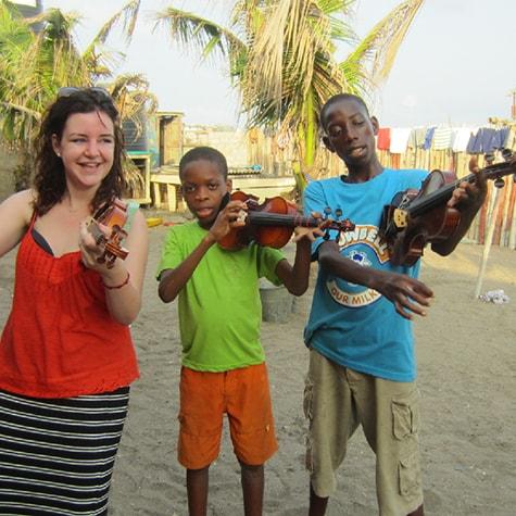 Volunteer teaches violin Ghana
