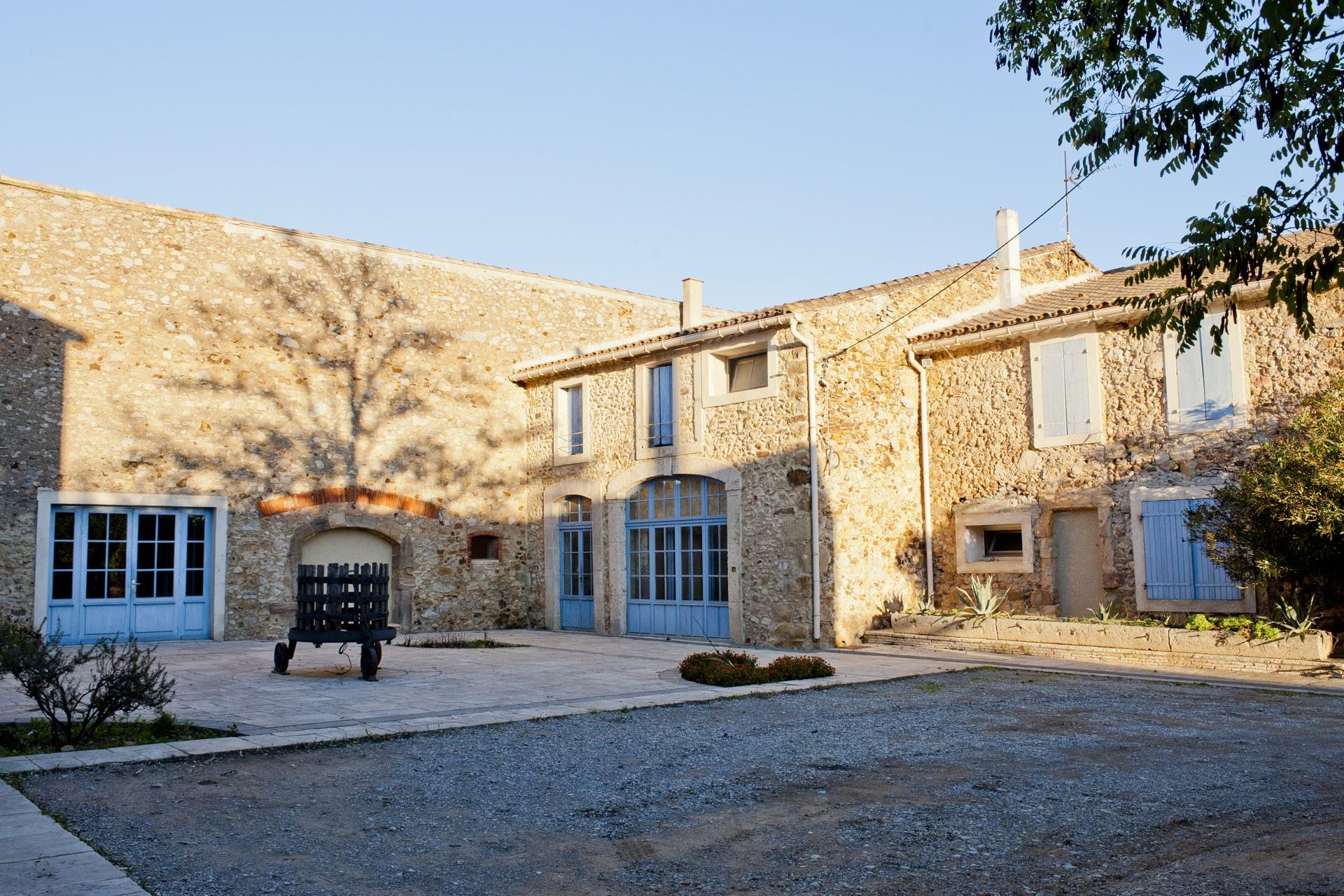 La cour du Château Aigues Vives